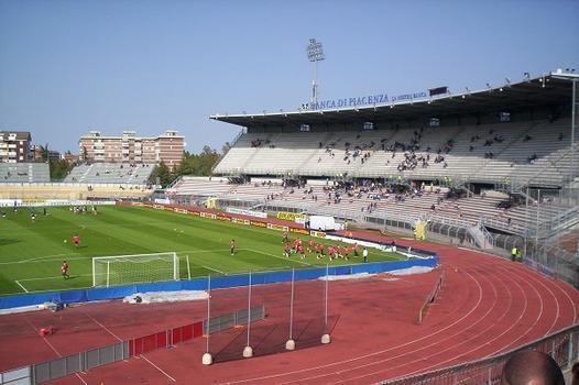 Tribuna-Stadio-Leonardo-Garilli-Piacenza.jpg